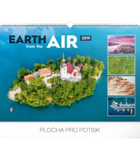 Nástenný kalendár Zem zo vzduchu 2019, 48 x 33 cm
